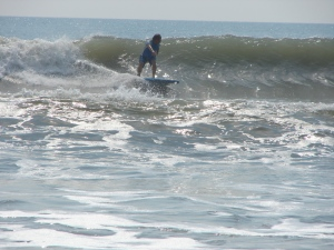 A nice backside wave, the 1st pic of a 2-shot sequence of Sunny Dave.  May 14, 2011, Saturday morning.