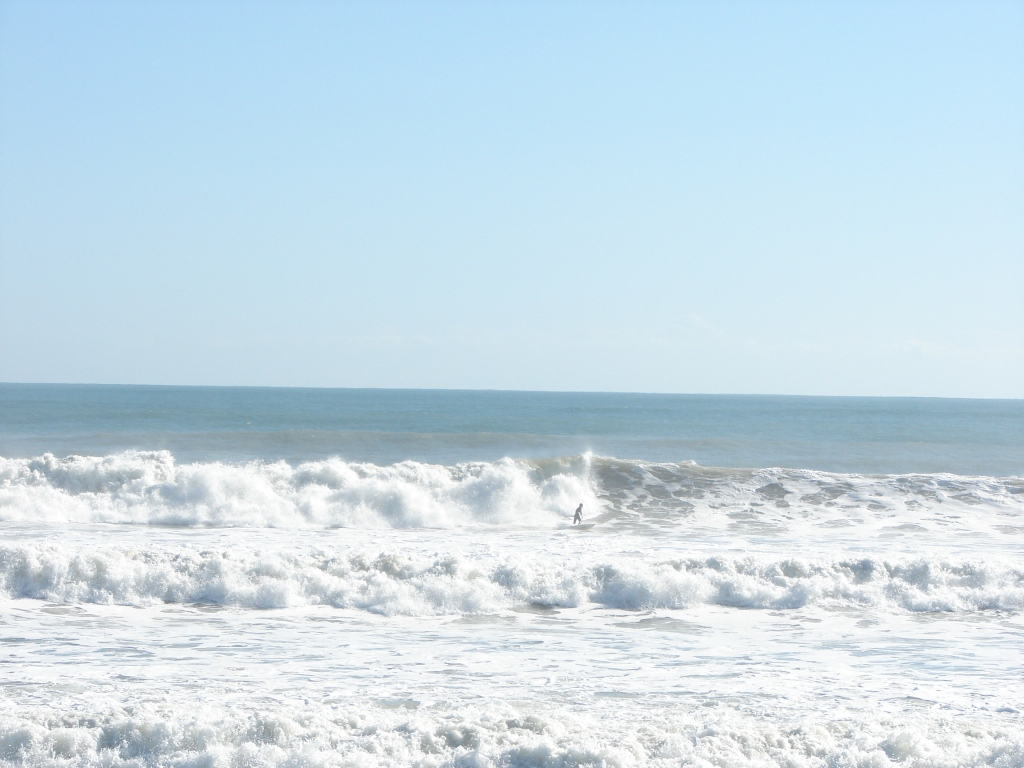 Same day, 6 feet at 11 second period NE swell, shot Nov 10 2011 by Oldwaverider (Art)