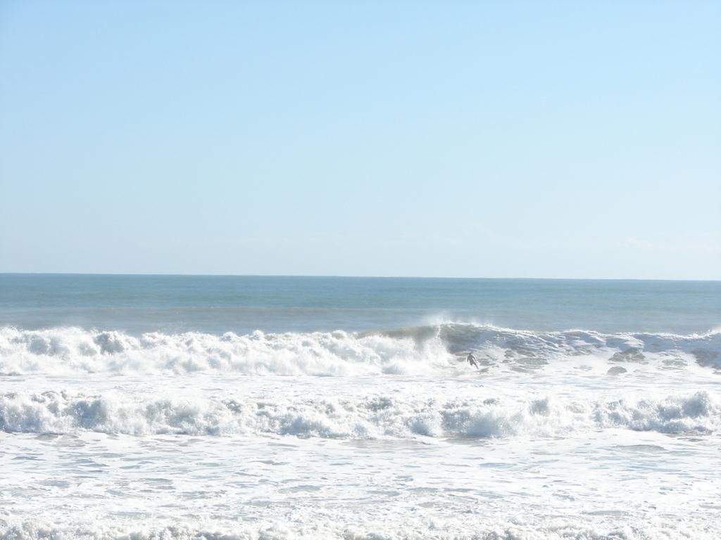 3 of 3 shot sequence, shot Nov 10 2011, Satellite Beach, NE swell, 6.5 feet at 11 seconds, photo by Art Hansen