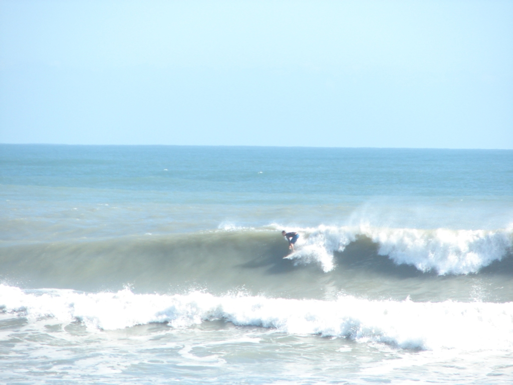 1 of  4 shot sequence here, smaller wave, but pretty form, same swell as mentioned above, and same guy taking photos :)