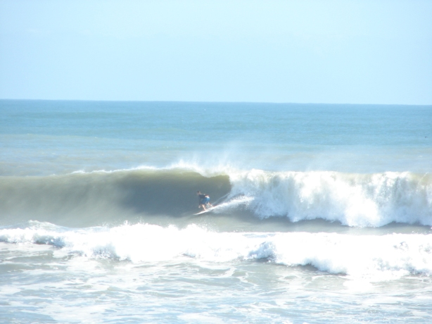 2 of  4 shot sequence here, smaller wave, but pretty form, same swell as mentioned above, and same guy taking photos :)